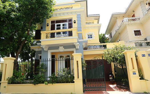 Gorgeous five-bedroom villa Ciputra D block