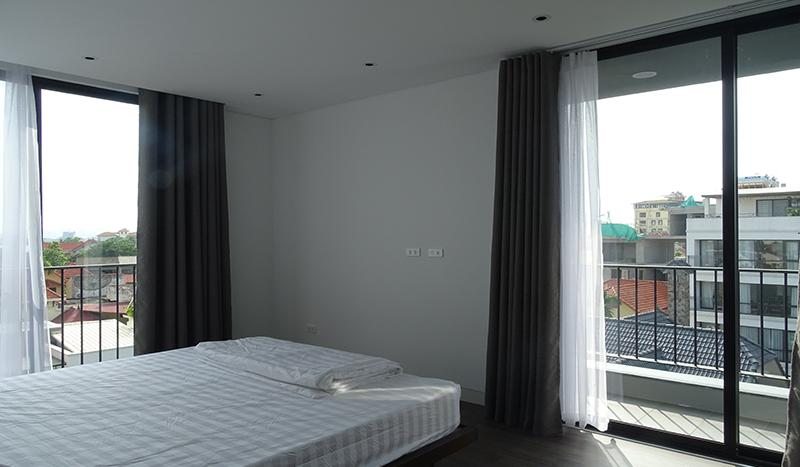 spacious-3-bedroom-apartment-tay-ho-high-floor-open-view (2)