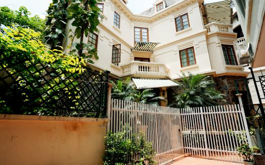 Unfurnished French-style villa for rent in Tay ho | To Ngoc Van