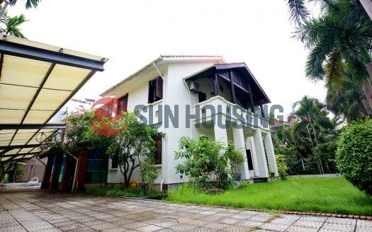 Luxurious villa Tay Ho for rent with 5 bedrooms, front yard, garden, swimming pool