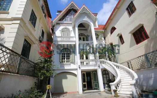 Grandeur villa for rent Tay Ho, Hanoi with 5 bedrooms, pool, large courtyard