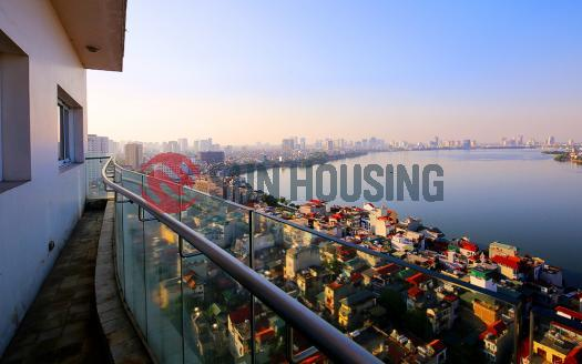 High floor apartment in Golden Westlake with 3 bedrooms and balcony