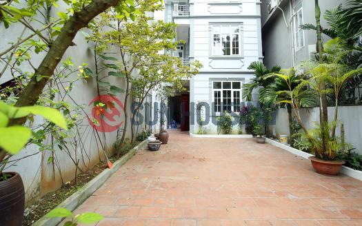 Un-furnished house for rent in Tay Ho Westlake, huge front yard