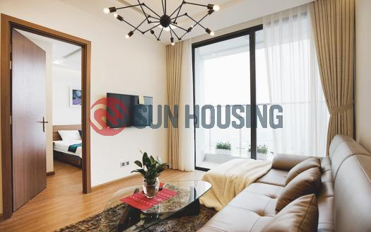 Lake-viewing flowery balcony apartment in Metropolis for rent