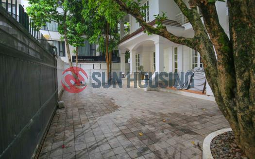 Ambassador size 4 bedroom Villa Westlake Hanoi for rent