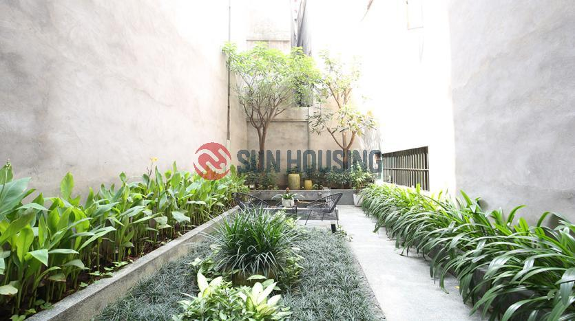 Lake view apartment for rent in Dong Da Hanoi, 100 sqm