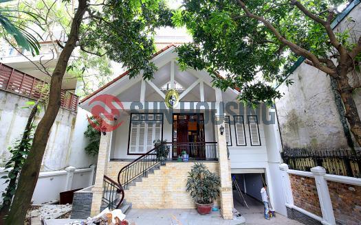 Ambassador size Villa for rent in Tay Ho, 2 entrances, main road Au Co