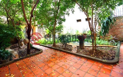 Garden Westlake house for rent in Au Co, 4 bedrooms