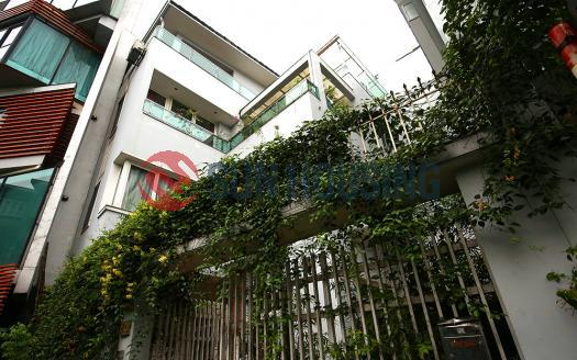 Ideal layout 4 bedroom house in Tay Ho, close to Westlake