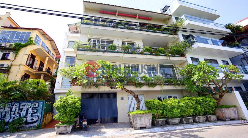 Unfurnished Lake view Tay Ho house for rent, 4 bedroom, car access
