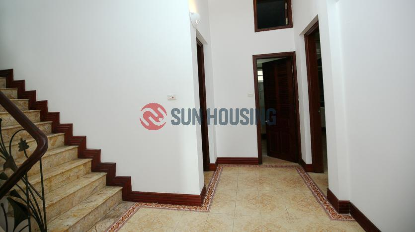 A classic Tay Ho garden Villa with 5 bedrooms for rent, 500 sqm land