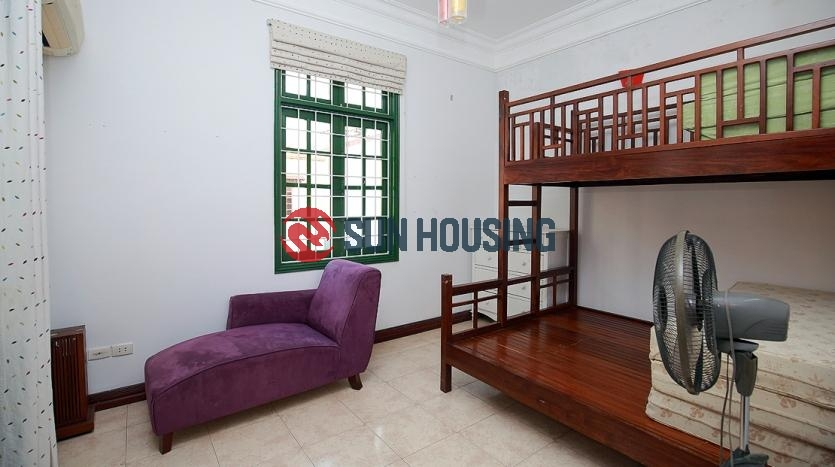 A local Tay Ho 5 bedroom house for rent in Au Co