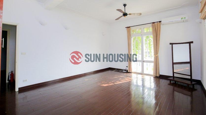 Unfurnished 5 bedroom Tay Ho Villa in To Ngoc Van with pool
