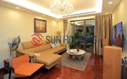 Large apartment in D Le Roi Soleil. Hardwood flooring and a kitchen island.