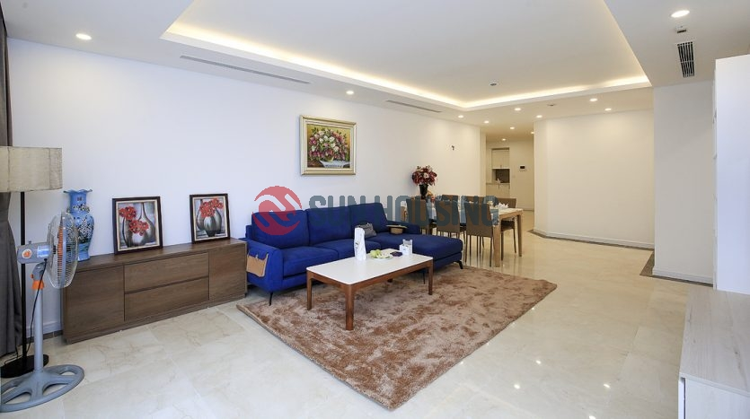 Large apartment in D Le Roi Soleil with plenty of sunlight.