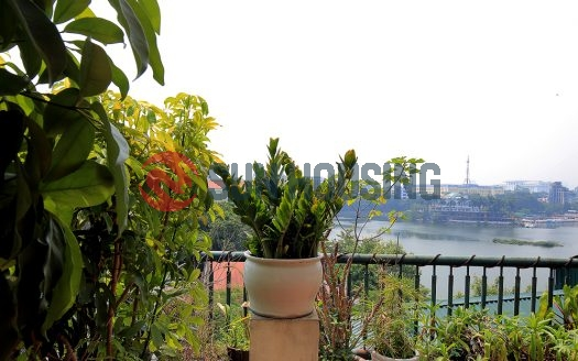 2 bedroom apartment in Ba Dinh, Tay Ho. Lake view from your balcony.
