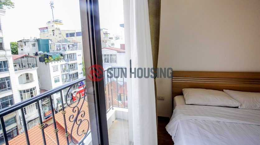 Convenient Hanoi apartment for a good price. Complete kitchen.