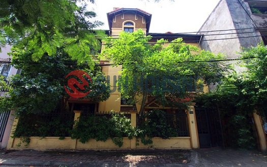 Grand house with a lake front. House in Tay Ho for rent.