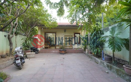 Spacious garden house in Dang Thai Mai for rent. Good place for restaurant/cafeteria.