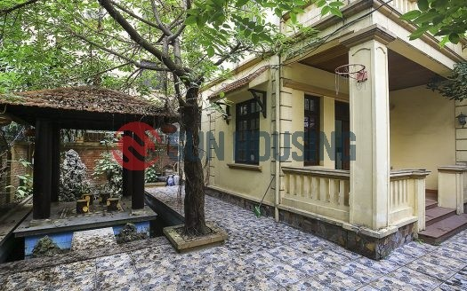 Beautiful house 3 bedrooms in Lac Long Quan street for rent (17)