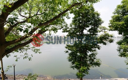 Lake view 3 bedroom apartment for rent in Truc Bach, Ba Dinh