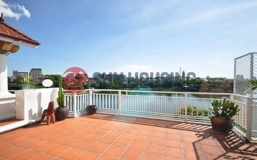 Lake view Truc Bach 2 bedroom apartment for rent, big terrace to the lake