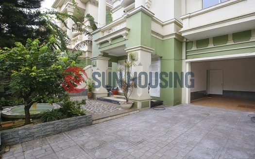 Modern, larger and new villa 5 bedrooms in T block Ciputra for rent