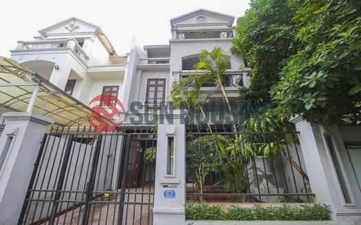 The empty villa for rent in Ciputra Hanoi has a affordable price