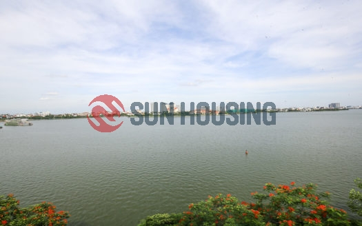 Beautiful West Lake view and modern style 02 bedrooms apartment in Nhat Chieu street for lease.