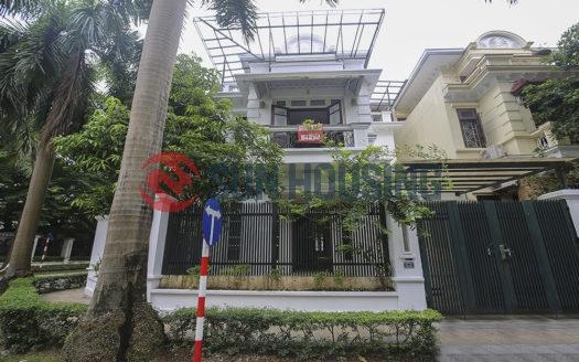Empty, nice and big villa 5 bedrooms in C block Ciputra for rent