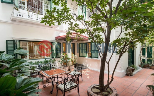 Nice house to rent in Luong Yen street suitable for a big family.