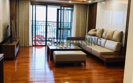 Lake views, nice and affordable price 3 bedrooms apartment in D'le Roi Soilei for lease.