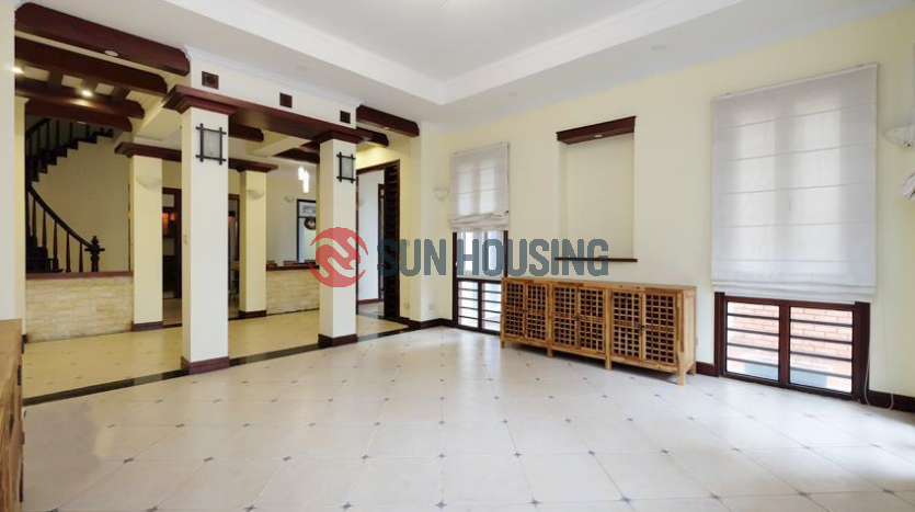 House 5 bedrooms opposite West lake in Tu Hoa for rent