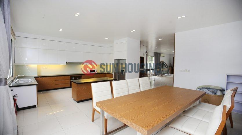 Splendid villa in Vinhomes Riverside 4 bedrooms, 4 bathrooms for lease.