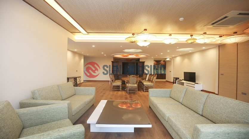 Golf course view apartment is a 267 m², 4 bedroom apartment located in L1 Tower for lease