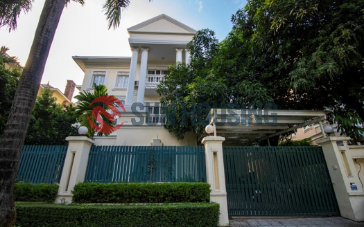 Swimming pool, a larger yard villa with 5 bedrooms in C7 block Ciputra for lease.